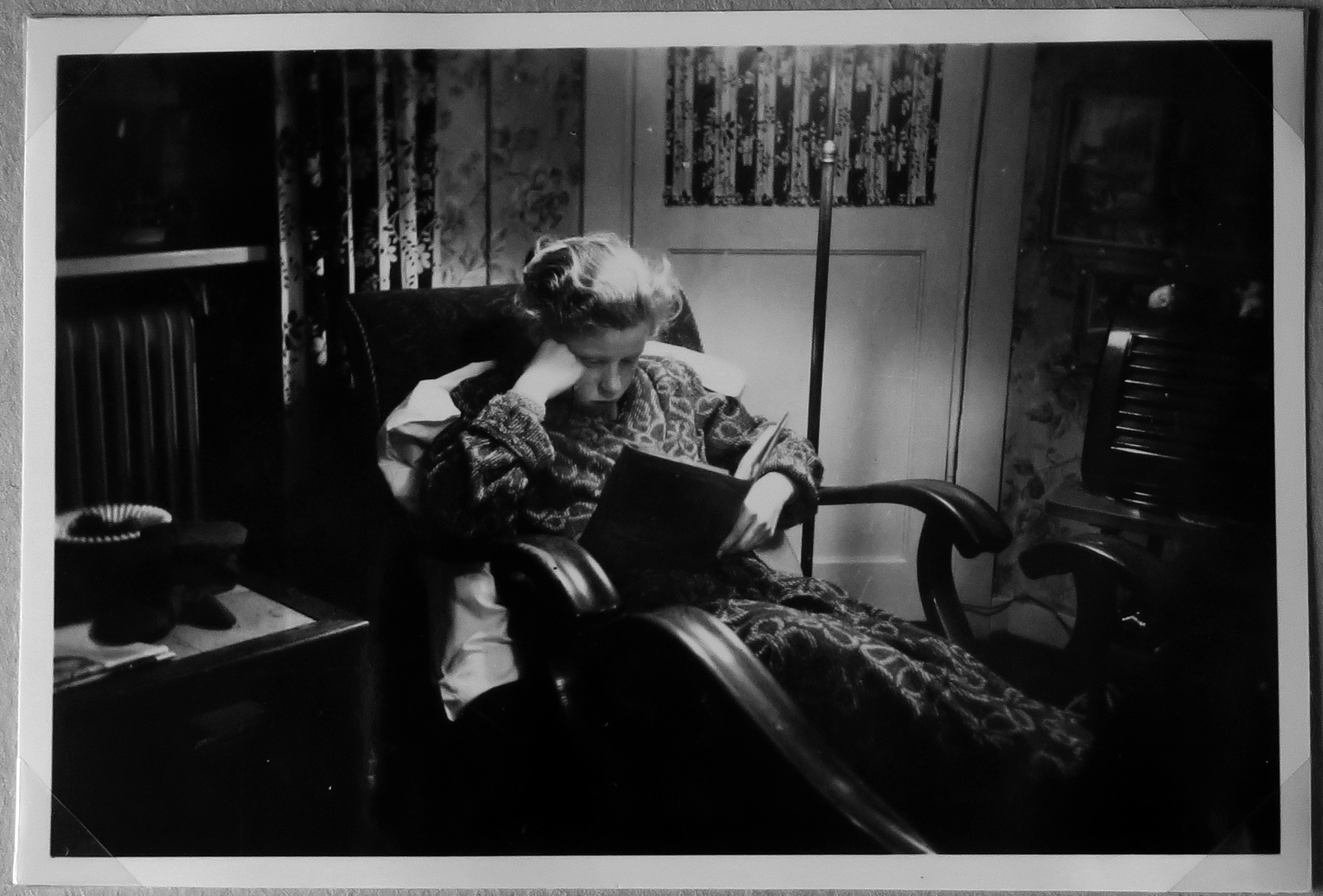 This image, a child safely tucked up in a chair in a modern apartement, could be said to sum up the aim of the then first social housing projects. This is Jette Svane, current chairwoman of the local department of a social housing company to the right of the park, as a child.